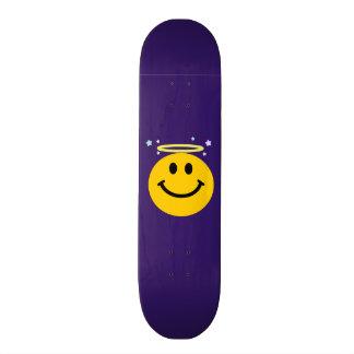 Cara del smiley del ángel skate board