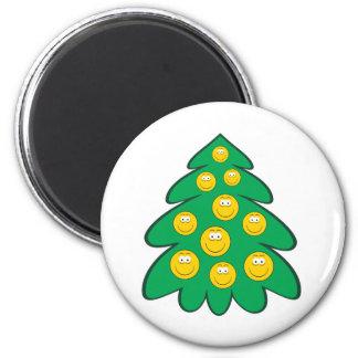 Cara del smiley del árbol de navidad imanes de nevera