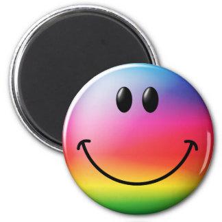 Cara del smiley del arco iris imán redondo 5 cm