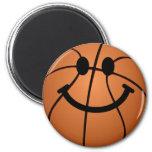 Cara del smiley del baloncesto imán redondo 5 cm