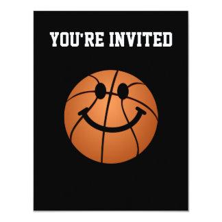 """Cara del smiley del baloncesto invitación 4.25"""" x 5.5"""""""