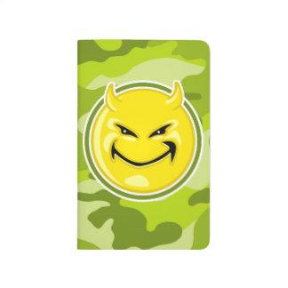 Cara del smiley del diablo; camo verde claro, cuadernos grapados