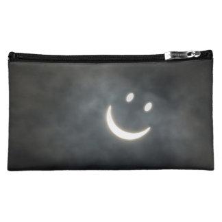 Cara del smiley del eclipse solar
