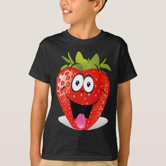 Cara divertida de la fresa que pega hacia fuera la playera
