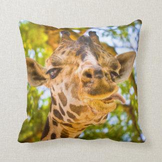 Cara divertida de la jirafa cojin