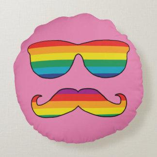 Cara divertida del arco iris cojín redondo