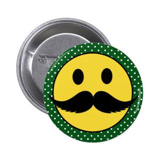Cara divertida retra del smiley del bigote del big pin
