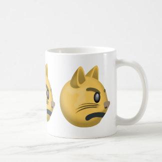 Cara Emoji del gato que pone mala cara Taza Clásica