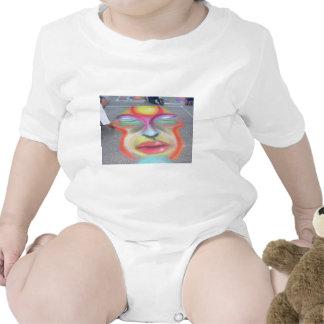 Cara en el asfalto traje de bebé