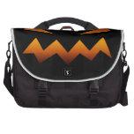 Cara enojada de la calabaza de Halloween Bolsas De Portatil