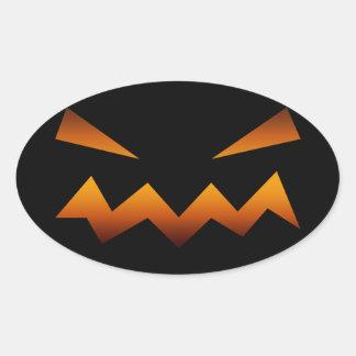 Cara enojada de la calabaza de Halloween Pegatina Ovalada