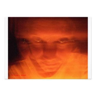 Cara extraña anaranjada ojos que miran para arrib invitacion personalizada