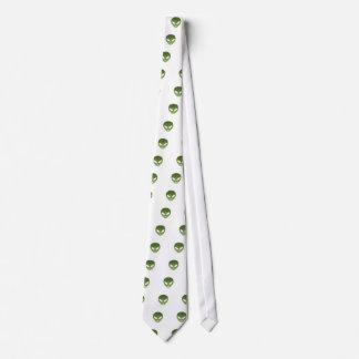 Cara extranjera extraterrestre corbata
