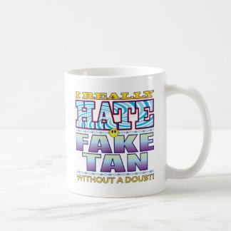 Cara falsa del odio del moreno taza básica blanca