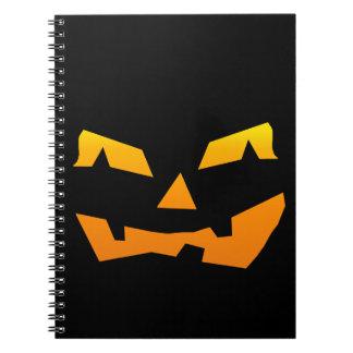 Cara fantasmagórica de la calabaza de Halloween de Cuaderno
