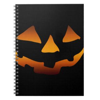 Cara feliz de la calabaza de Halloween Cuadernos