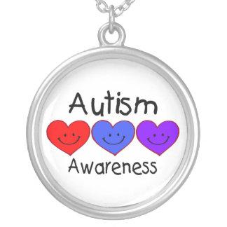 Cara feliz de la conciencia del autismo colgante redondo