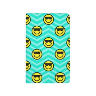 Cara feliz de las gafas de sol en la aguamarina Ch
