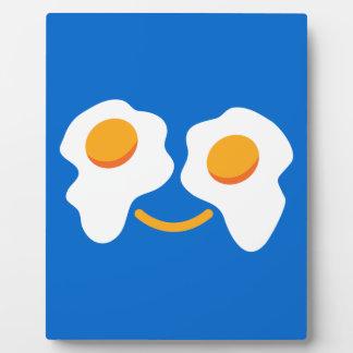 Cara feliz del huevo placas para mostrar