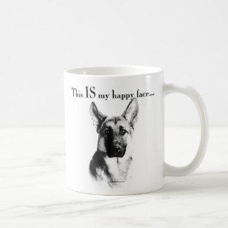 Cara feliz del perro de pastor alemán taza de café