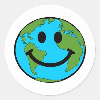 Cara feliz del smiley de la tierra etiqueta redonda