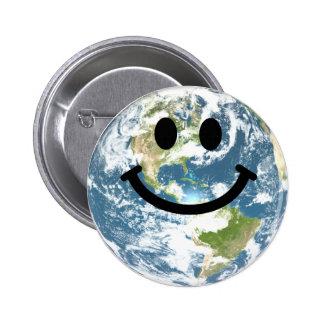 Cara feliz del smiley de la tierra pin redondo 5 cm