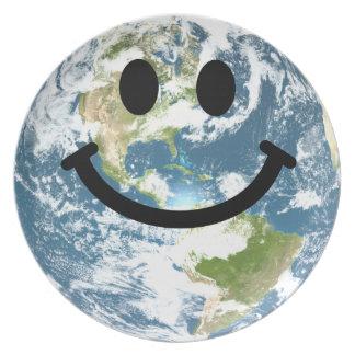 Cara feliz del smiley de la tierra plato para fiesta