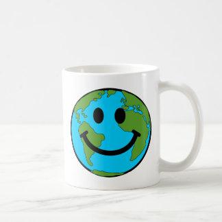 Cara feliz del smiley de la tierra taza de café