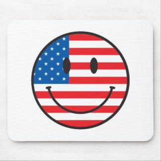Cara feliz sonriente de la bandera de los E.E.U.U. Alfombrilla De Ratones