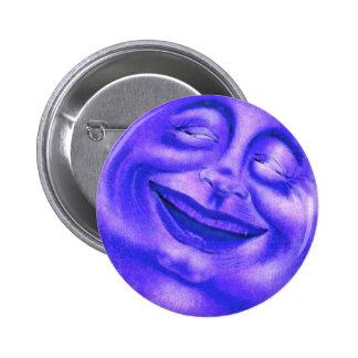 Cara feliz sonriente del hombre de la luna azul pin