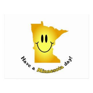 ¡Cara feliz - tenga un día de Minnesota! Postal
