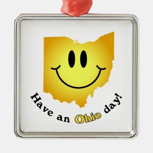 ¡Cara feliz - tenga un día de Ohio! Adorno Navideño Cuadrado De Metal