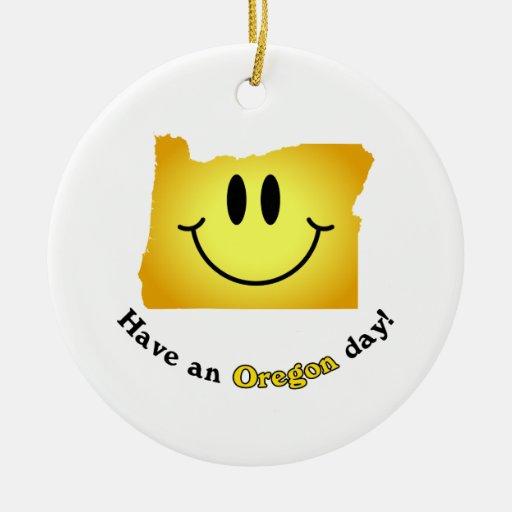 ¡Cara feliz - tenga un día de Oregon! Adornos De Navidad