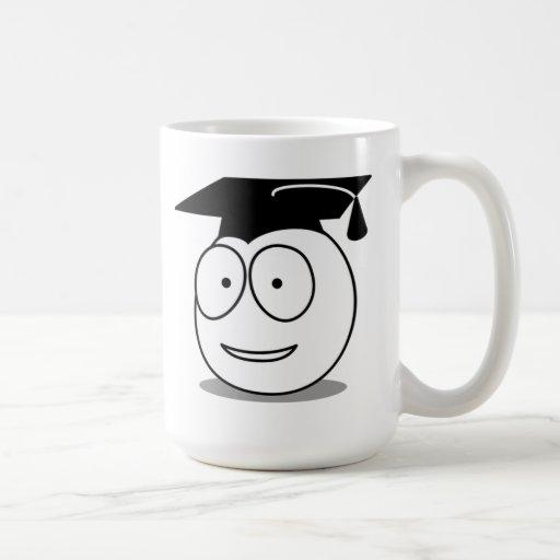 Cara graduada del dibujo animado tazas de café