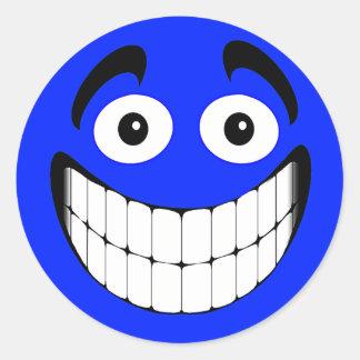 Cara grande azul del smiley de la mueca pegatina redonda