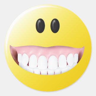 Cara grande del smiley de las gomas pegatina redonda