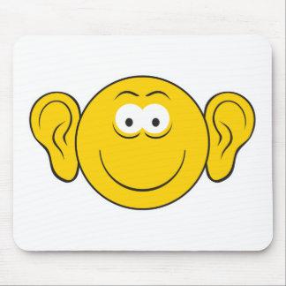 Cara grande del smiley de los oídos mousepads
