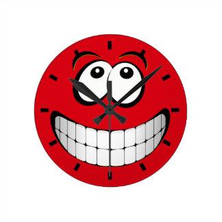 Cara grande roja del smiley de la mueca relojes de pared