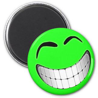 Cara grande verde del smiley de la mueca imán redondo 5 cm