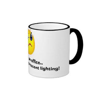 cara gruñona de la oficina taza de café