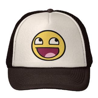 cara impresionante de la cara sonriente impresiona gorras de camionero