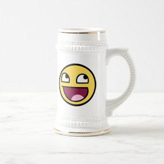 cara impresionante de la cara sonriente jarra de cerveza