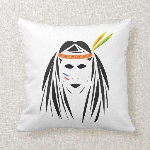 Cara india roja en la almohada