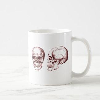 Cara lateral de los cráneos humanos rojos taza clásica