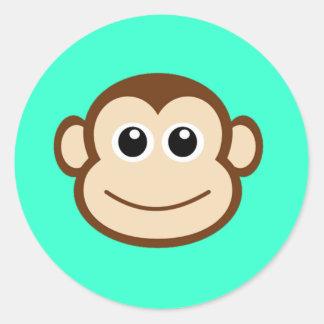 Cara linda del mono del bebé etiquetas redondas