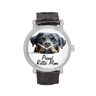 Cara orgullosa del perro de Rottweiler de la mamá Reloj De Mano