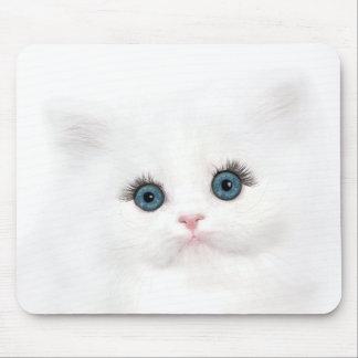 Cara persa blanca del gatito alfombrilla de ratón