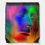 Cara psicodélica de la mujer mochilas