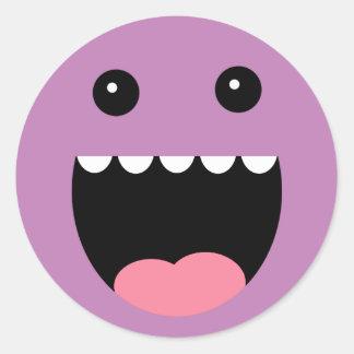 """Cara púrpura del monstruo de """"Chompy"""" de la uva Etiquetas Redondas"""