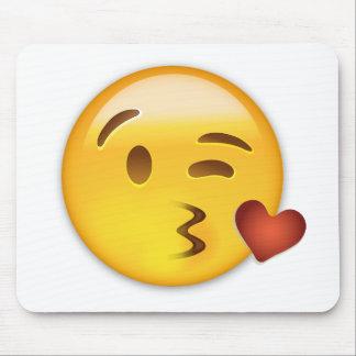 Cara que lanza un beso Emoji Alfombrilla De Ratones